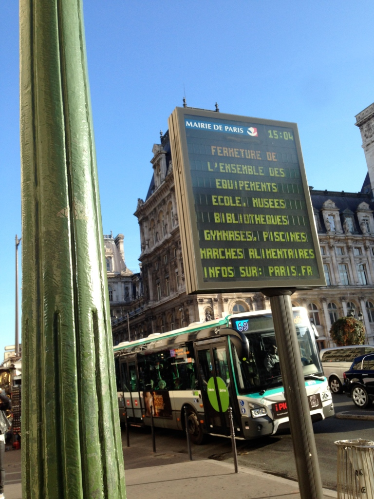 A sign informs Parisians of transit closures outside the city's Hôtel de Ville in the 4th arrondissement.