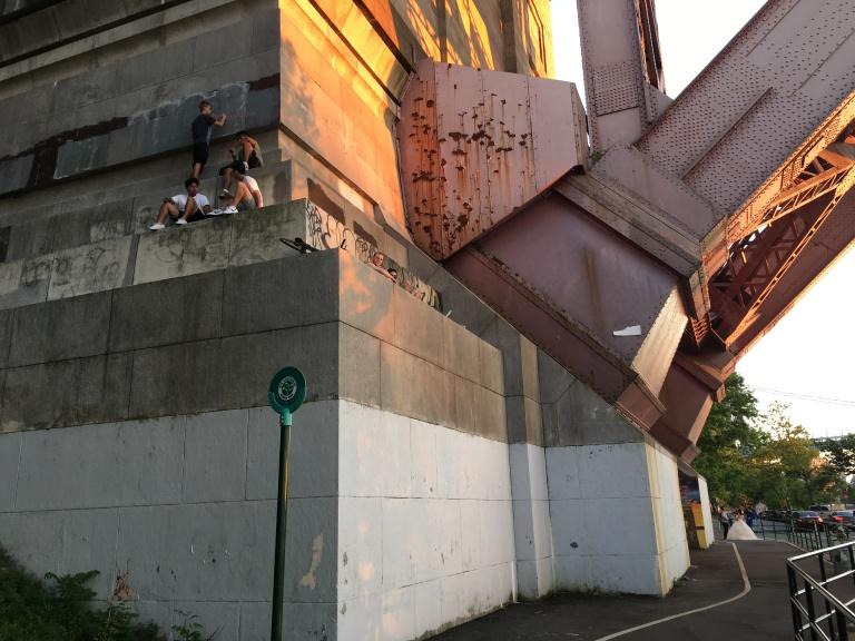 Hell Gate Bridge onlookers